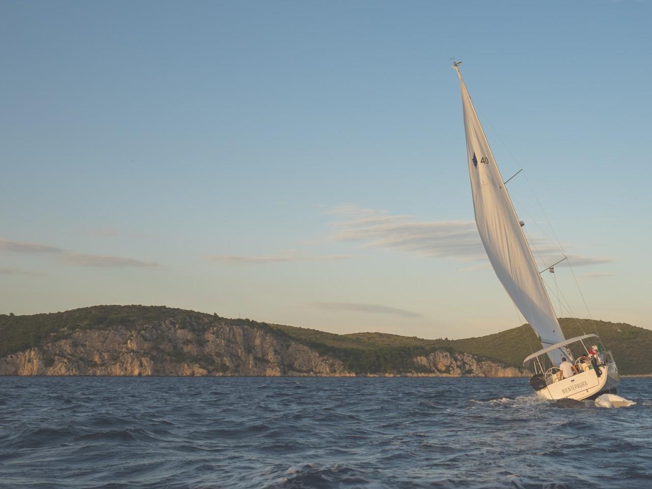 Vacanze in barca a vela verso la selvaggia Lefkada